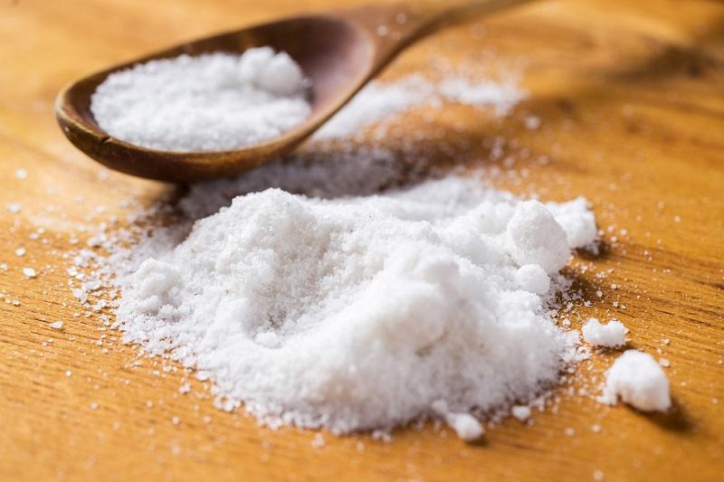Зачем мыть пол водой с солью